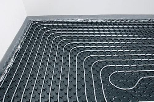 Podlahové kúrenie položené nopovým systém je skvelou voľbou. Cena, komfort, kvalita o tom presvedčia každého užívateľa.
