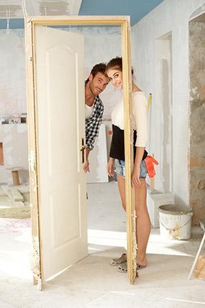 Podlahové kúrenie svojpomocne sa v posledných rokoch stalo veľkým trendom. Podlahovka len za cenu materiálov sa tak stalo veľkým lákadlom