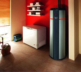 Tepelné čerpadlá na ohrev TÚV prinášajú najlacnejšiu teplú vodu. Prevádzkové náklady sú vďaka ich stabilnému výkonu nižšie ako pri solárnych paneloch. Cena tepelného čerpadla je taktiež nižšia.